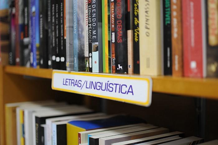 Aposta certa para livreiros: o segmento de Letras e Linguística atrai leitores fiéis e apaixonados